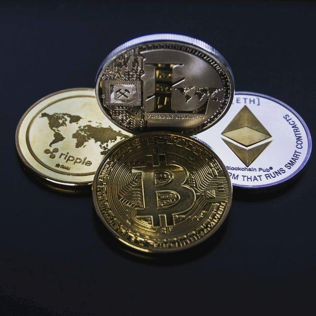 millió bitcoin)