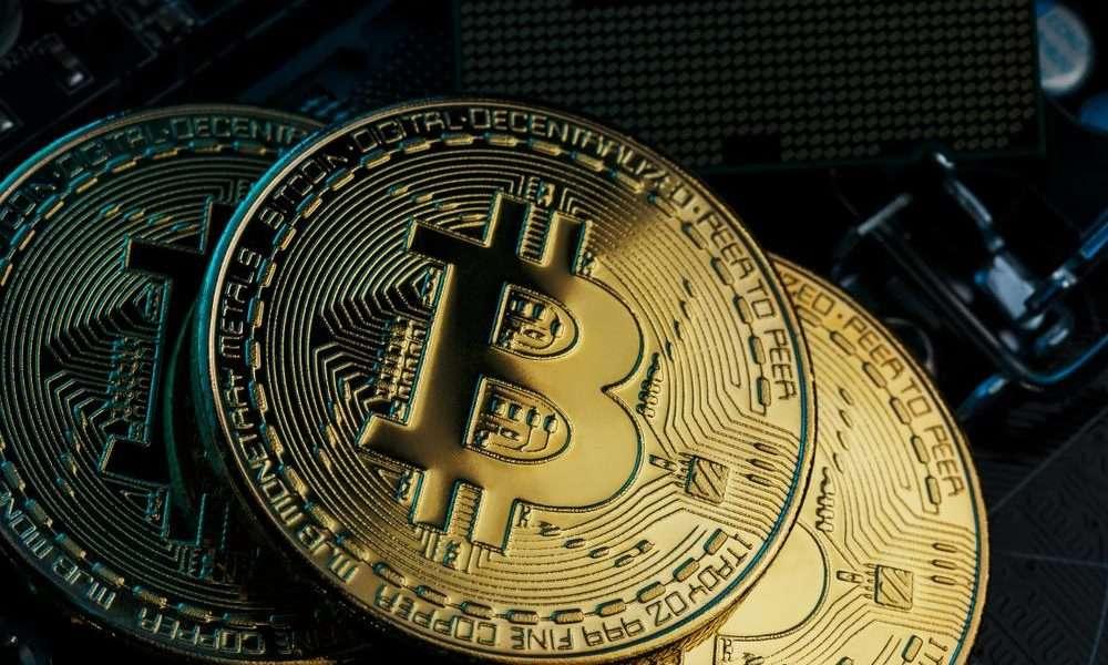 Kiderült a 700 millió dolláros bitcoinbányáról, hogy nem létezik, lecsukták a vezetőket