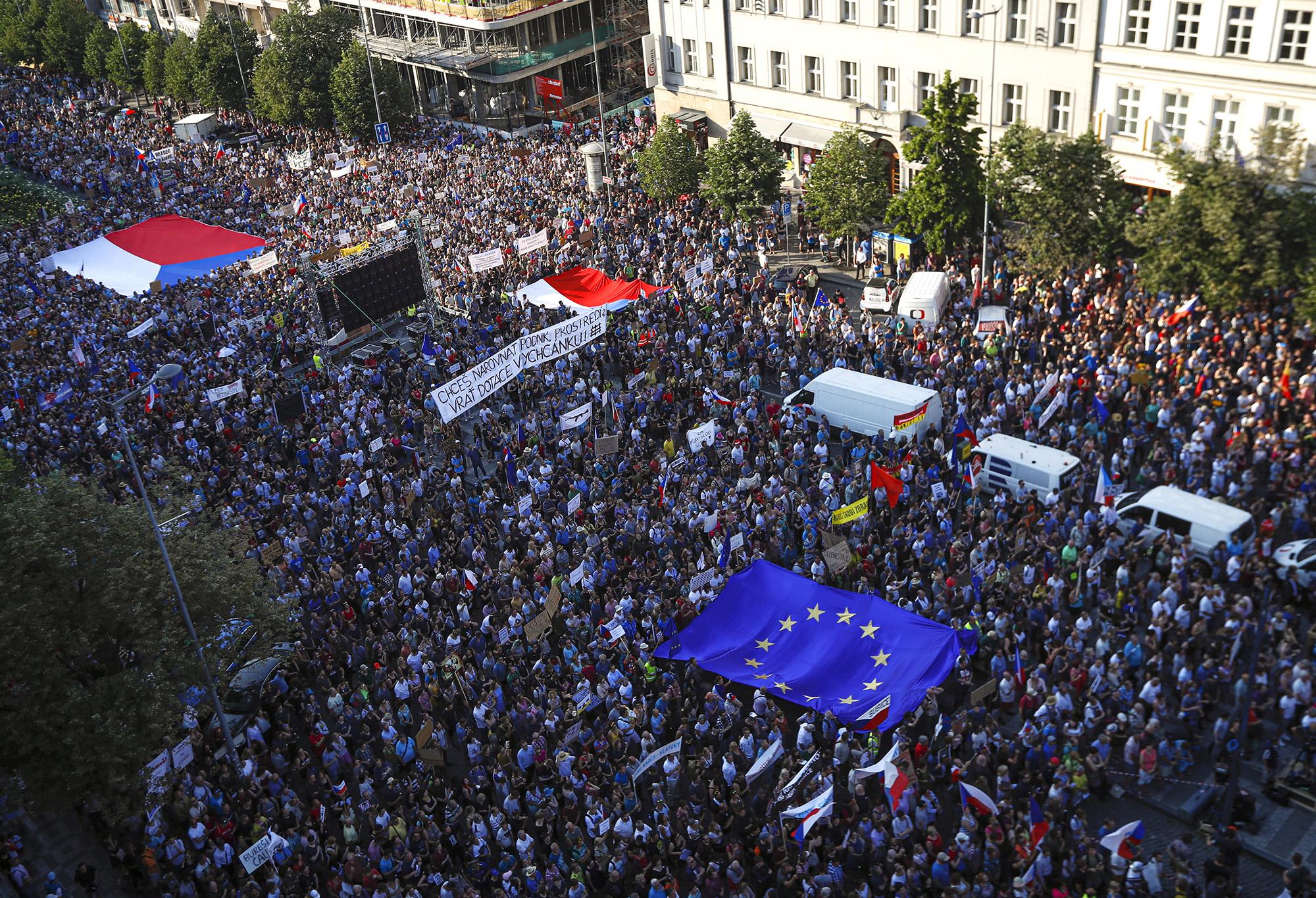 Sortűzzel fenyegetik a belarusz tüntetőket, mégis folytatják