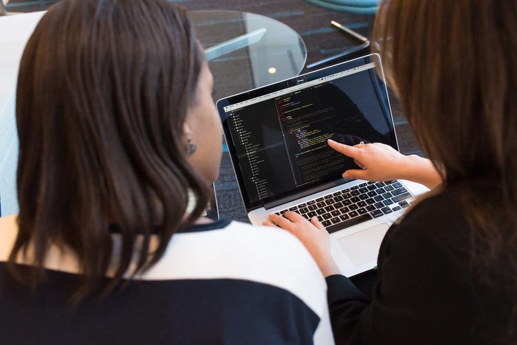 Mennyit keres Magyarországon egy fejlesztő? - Progmatic Academy