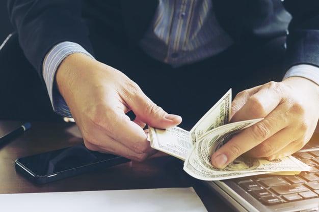 pénzt fektessen be keresni)