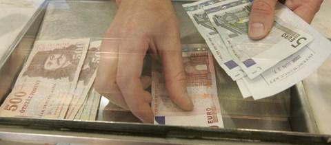 hogyan lehet pénzt licitálni munka közben nem fog pénzt keresni