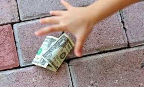 pénzt kereshet vele