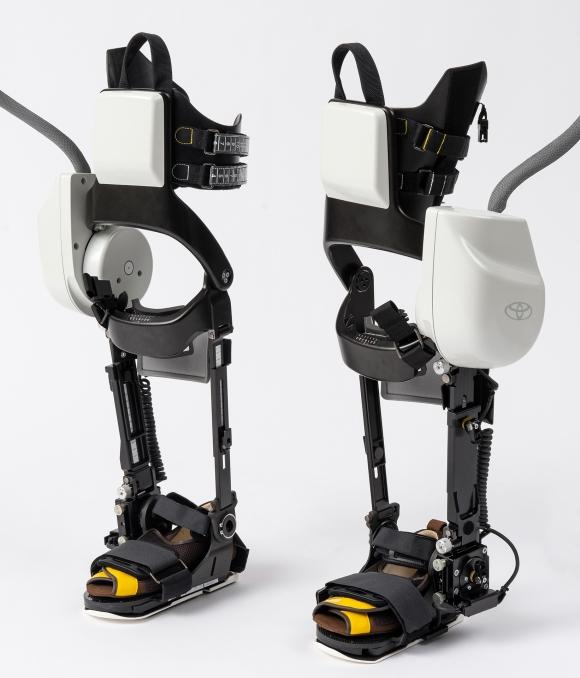 kereskedelmi robotok fejlesztése megrendelés alapján)