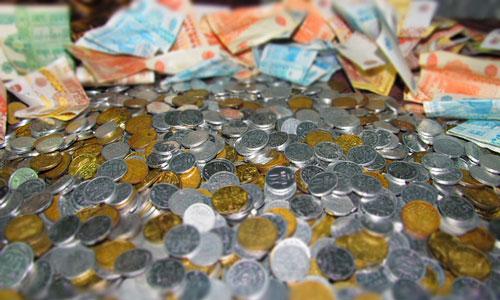 rengeteg pénzt és barátokat kereshet