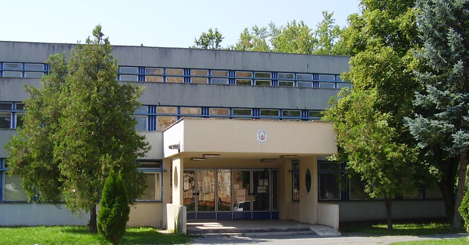 kereskedelmi iskola labor)